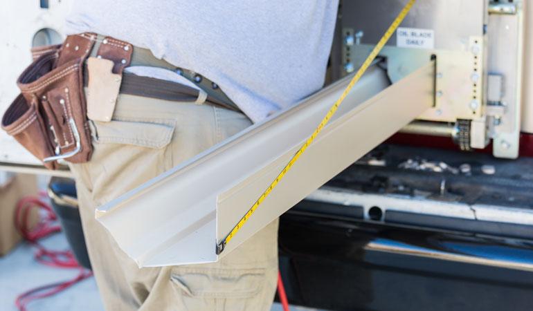 Pose d'une gouttière en alu : Coût de la main-d'œuvre