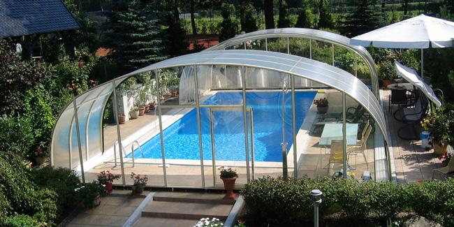 Abri de piscine haut ou bas : Comment choisir ?