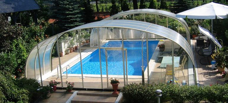Abri de piscine haut ou bas : Comment choisir