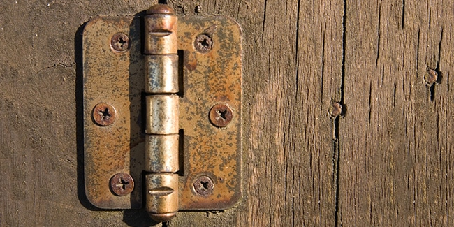 5 astuces pour réparer une porte qui grince