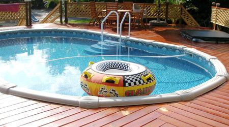 Prix d 39 une piscine en bois co t moyen tarif d 39 installation for Piscine miroir inconvenient