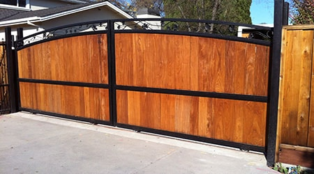 Avantages et inconvénients d'un portail en bois