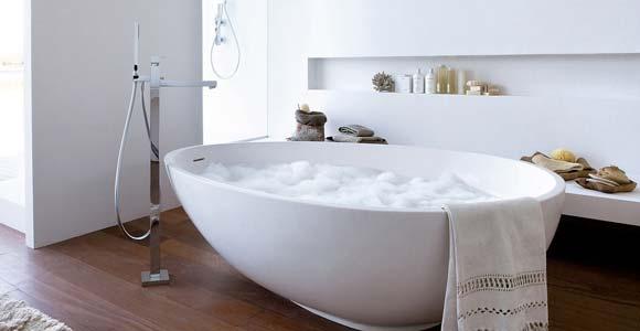 une baignoire ilot pour une salle de bain design et. Black Bedroom Furniture Sets. Home Design Ideas
