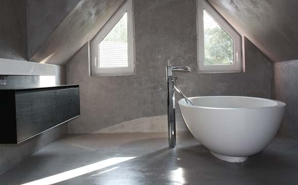 B ton cir dans une salle de bain c t pratique et for Mettre du beton cire