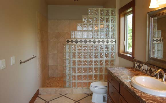 Brique de verre pour salle de bain : quels usages
