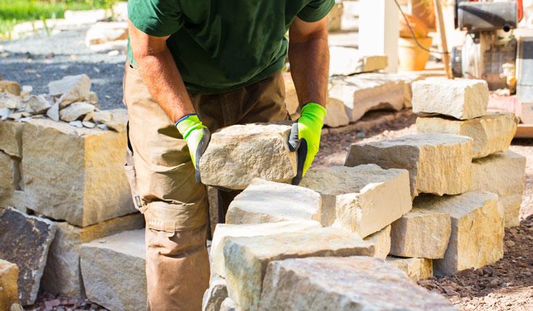 Construction d'un mur en pierre : Coût de la main-d'œuvre