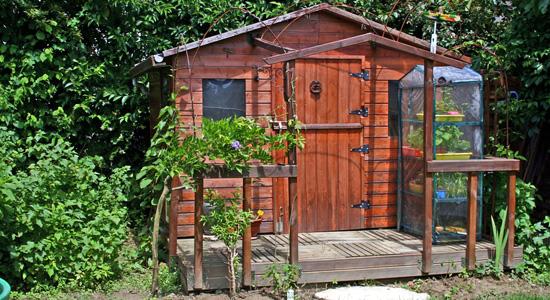 Construire un chalet ou un abri de jardin : Quelles sont les règles