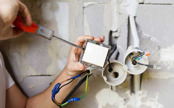 Quel coût moyen pour une rénovation électrique