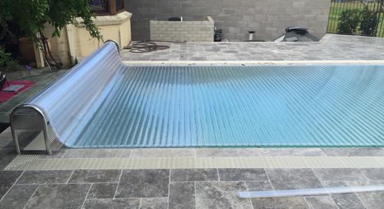 Les couvertures de piscine légères