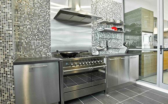 La crédence de cuisine en aluminium composite