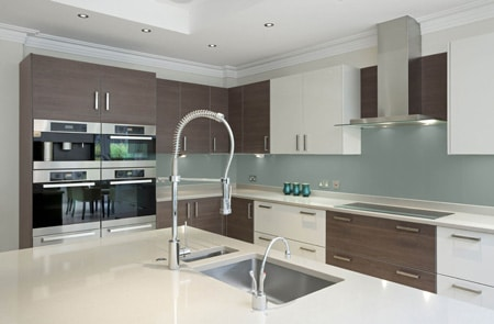 combien coute une cuisine quipe interesting retour au d. Black Bedroom Furniture Sets. Home Design Ideas