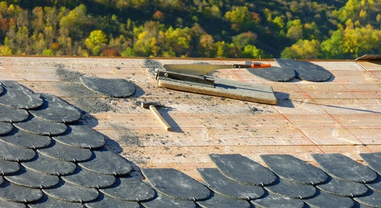 Quelles différences entre les toitures zinc, tuiles ou ardoise