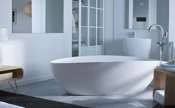 comment installer une baignoire ilot contre un mur lhabillage de la baignoire with comment. Black Bedroom Furniture Sets. Home Design Ideas