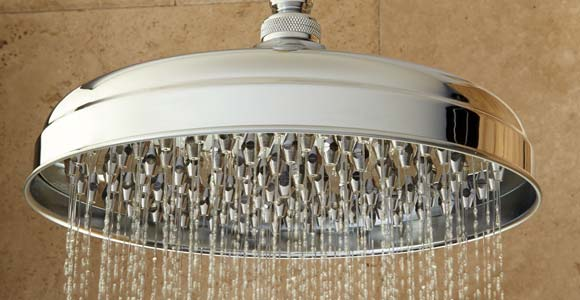 Économiser de l'eau avec une douche écologique