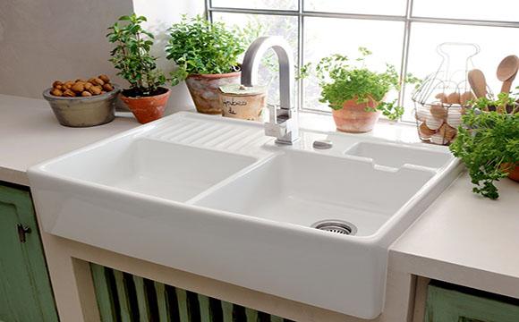 Changer son évier de cuisine : l'évier en céramique