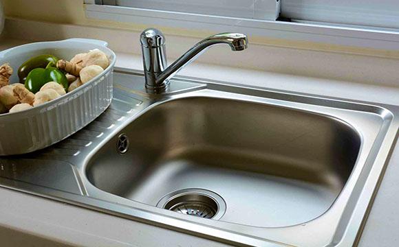 Changer son évier de cuisine : l'évier inox