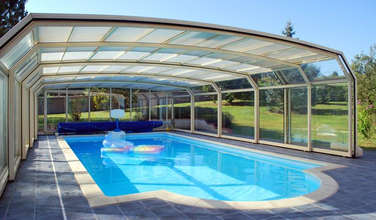 Exemple d'abri de piscine haut