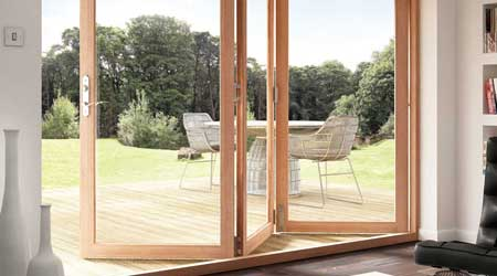 Installation d'une fenêtre en bois