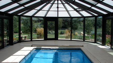 La pose d'un abri de piscine