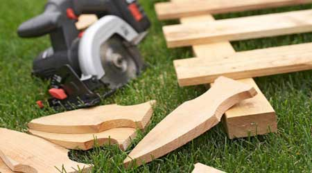 La pose d'une clôture bois