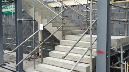 La construction d'un escalier béton
