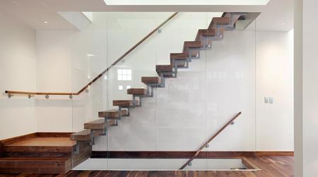 La pose d'un escalier sur mesure
