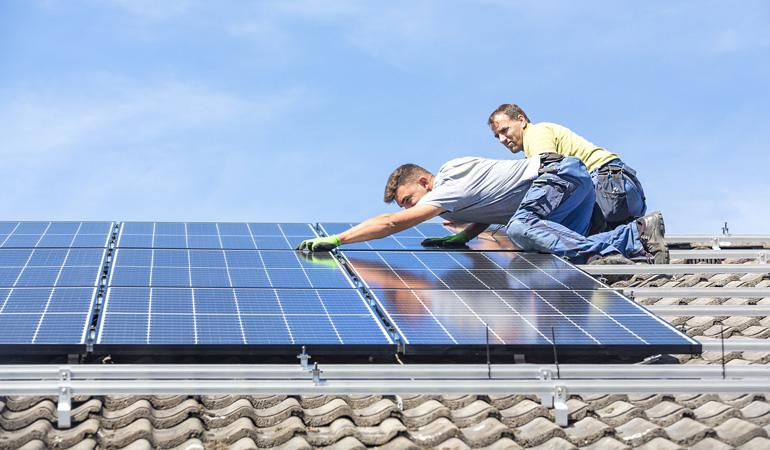 Installation d'un panneau solaire : L'intervention d'un professionnel