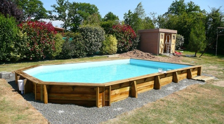 Prix d 39 une piscine en bois tarif moyen co t d 39 installation for Installation piscine enterree