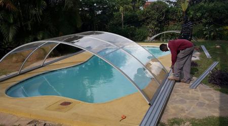 La construction d'une piscine couverte
