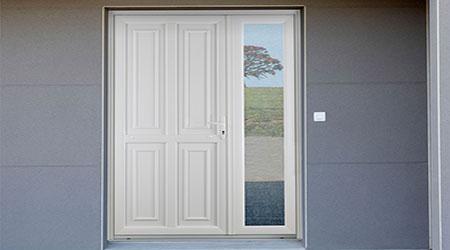 L'installation d'une porte d'entrée en PVC