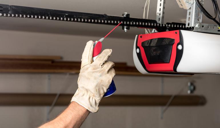 Installation d'une porte de garage : L'intervention d'un professionnel