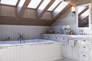 Installer du lambris PVC ou bois dans une salle de bain