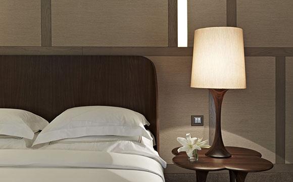 La lampe à poser comme éclairage de chambre