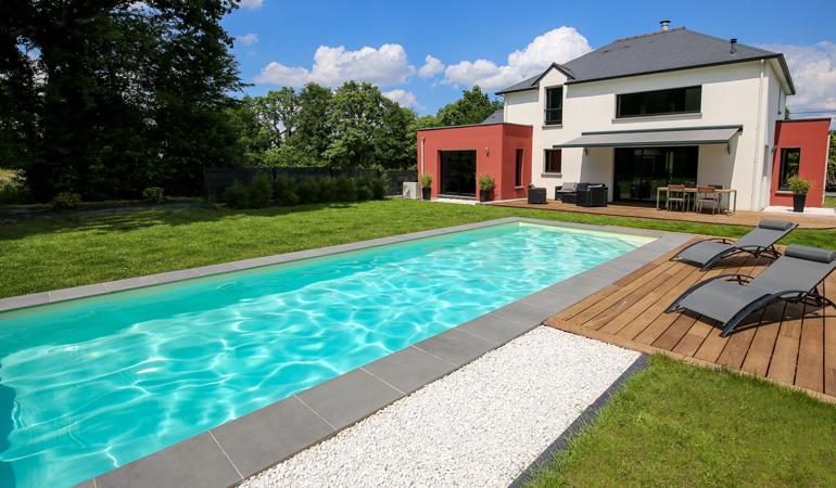 Liner de piscine remplacé pour cette maison moderne