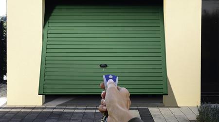 Motoriser une porte de garage basculante, est-ce possible ?