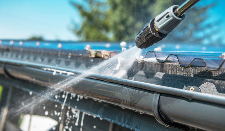 Nettoyage de toiture : L'intervention d'un professionnel
