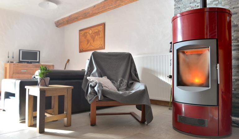 Poêle à granulés design dans un intérieur minimaliste