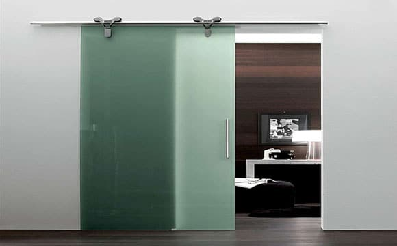 La porte coulissante en verre