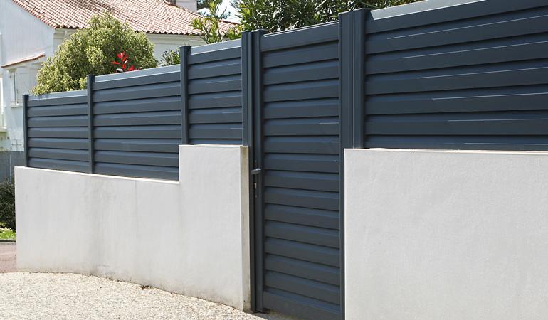 Pose d'une clôture en aluminium : Coût de la main-d'œuvre