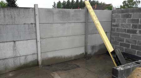 La pose d'une clôture béton