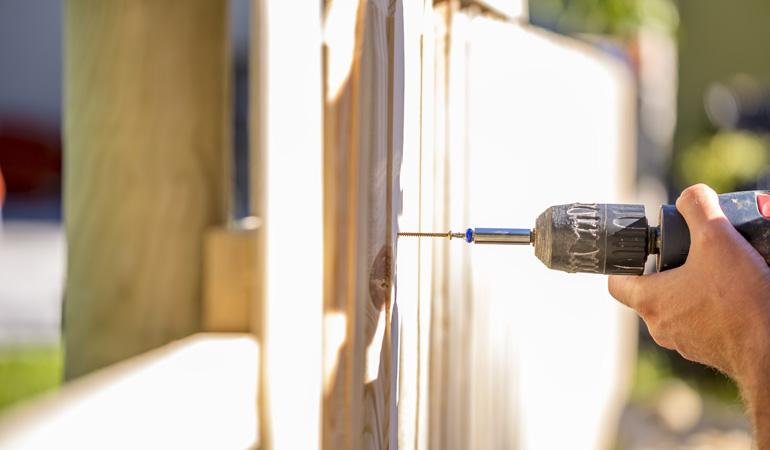 Pose d'une clôture bois : Coût de la main-d'œuvre