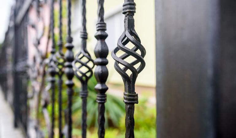 Pose d'une clôture en fer forgé : Coût de la main-d'œuvre