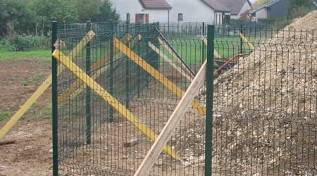La pose d'une clôture grillage