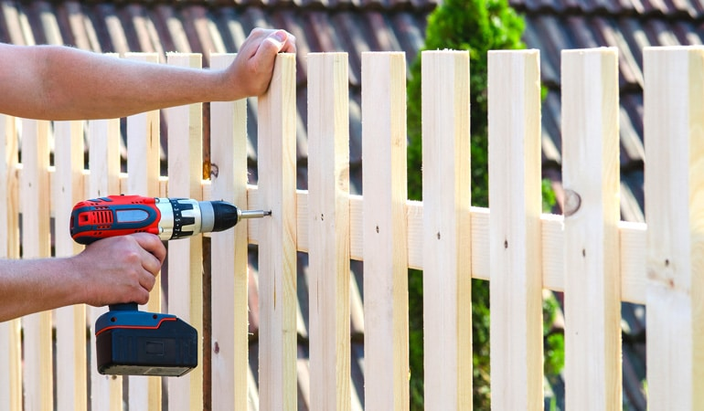 Pose d'une clôture : L'intervention d'un professionnel