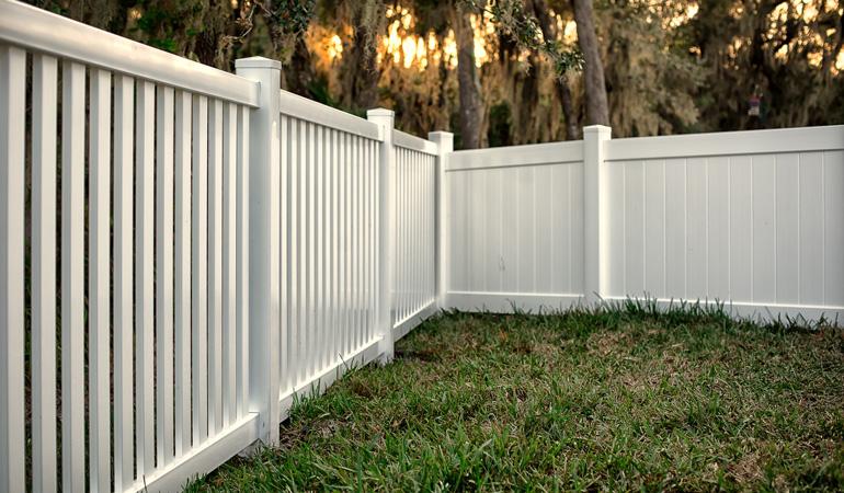 Pose d'une clôture PVC : Coût de la main-d'œuvre
