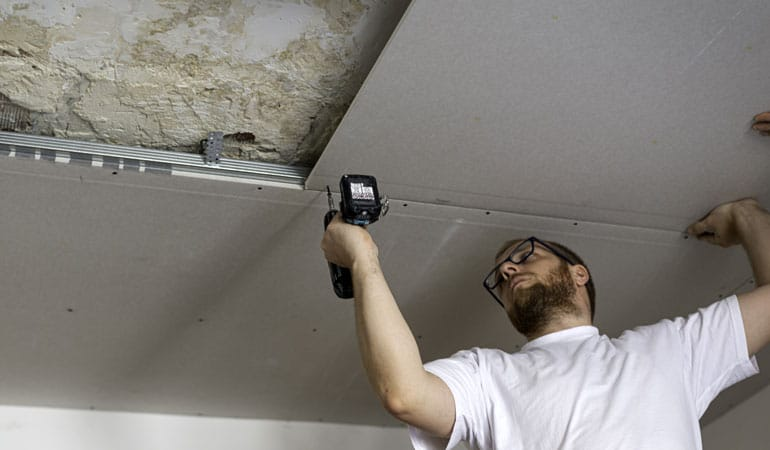 Pose d'un faux plafond : L'intervention d'un professionnel