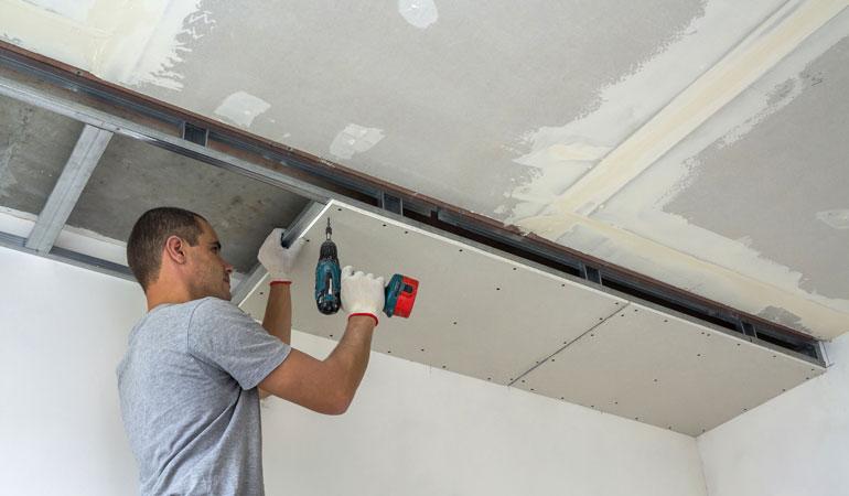 Pose d'un plafond suspendu : L'intervention d'un professionnel