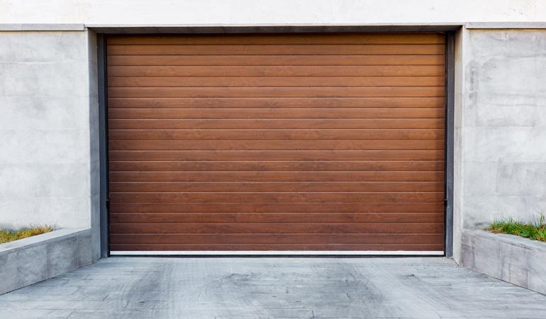 Pose d'une porte de garage enroulable : Coût de la main-d'oeuvre