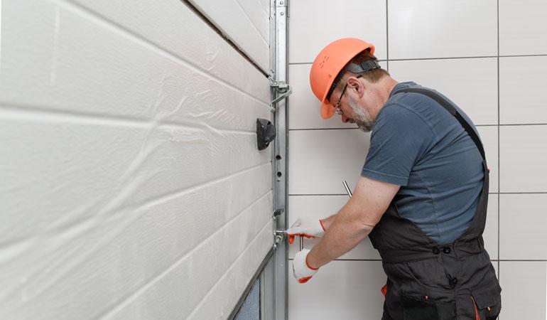 Pose d'une porte de garage électrique : Coût de la main-d'oeuvre