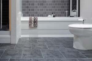 Poser du carrelage au sol de ma salle de bain : Conseils et prix